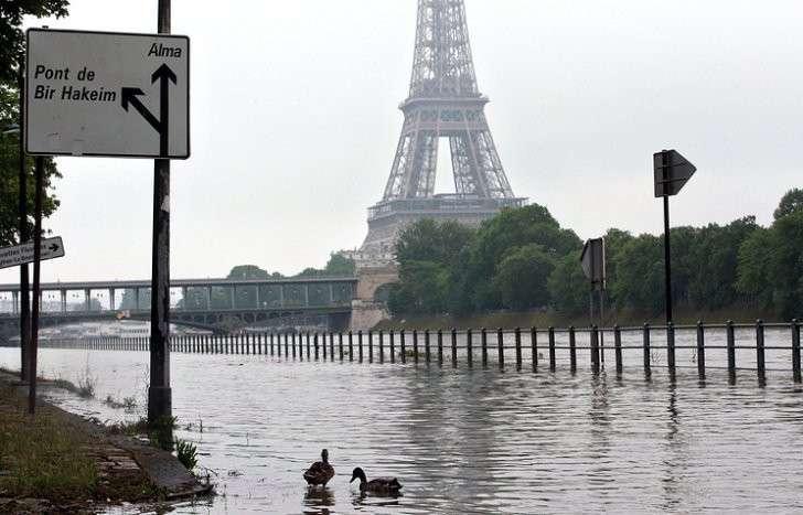 В Париже объявлена оранжевая метеотревога