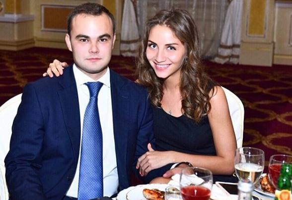 Депутат ЛДПР Кирилл Жигарев сыграл свадьбу на 9 миллионов