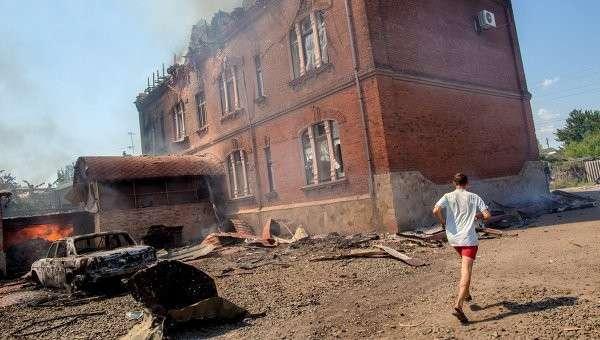 Последствия артиллерийских ударов по Славянску. Архивное фото