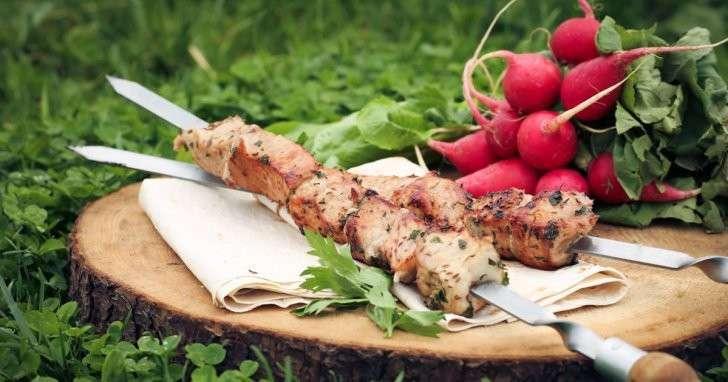 Шашлык в маринаде из крапивы и щавеля