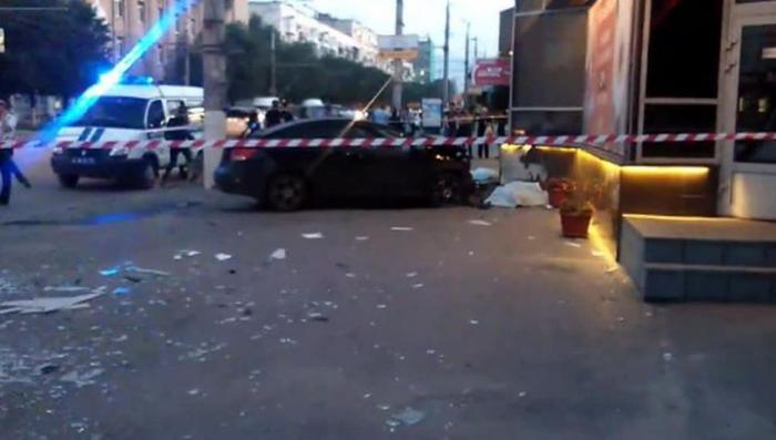 Лихач насмерть сбил двух человек на волгоградской остановке