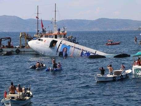 Турки утопили Аэробус ради привлечения туристов