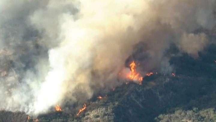 Лесные пожары подступают к Лос-Анджелесу