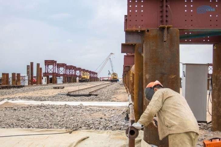 Мост в Крым: начато строительство судоходной части