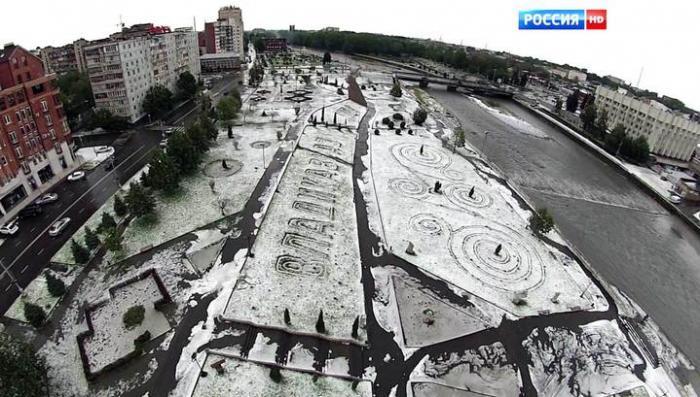 Пробитые крыши и затопленные улицы: Владикавказ ремонтируют после удара стихии