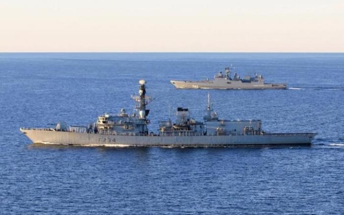 Старый британский фрегат поймал новую российскую подлодку