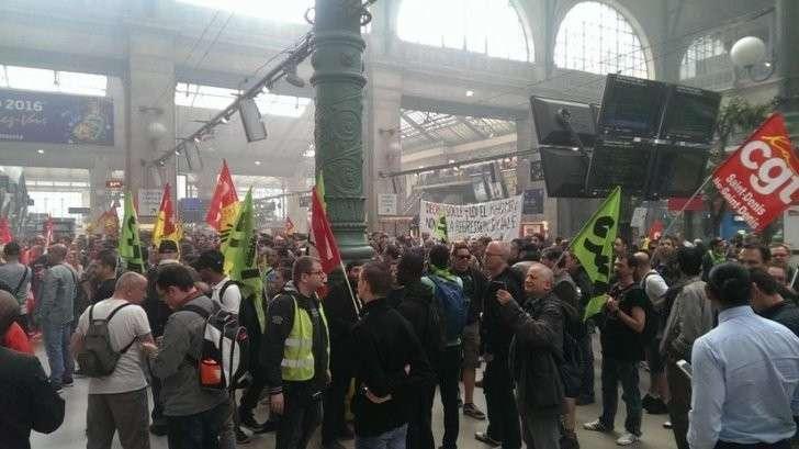Протестующие во Франции блокировали поезд с Кубком Европы