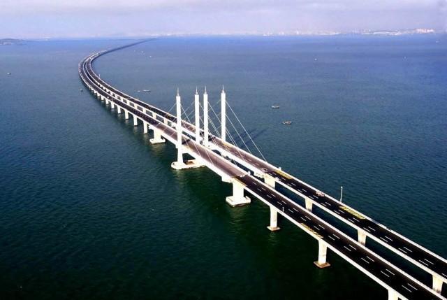 Строители начали устанавливать первый пролёт моста в Керчь