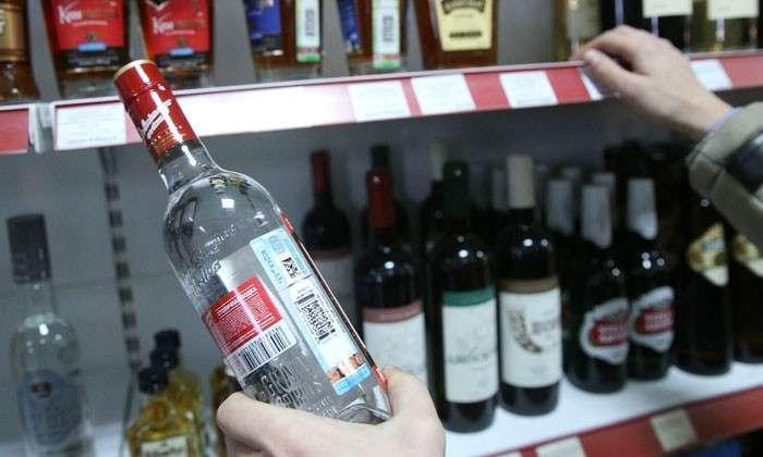 Дорого и ядовито. Только треть водки в России имеет легальное происхождение