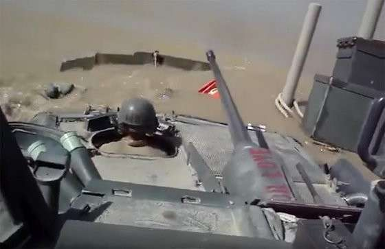 Морпехи Пиндосии снова опозорились - утопили танк-амфибию в речке