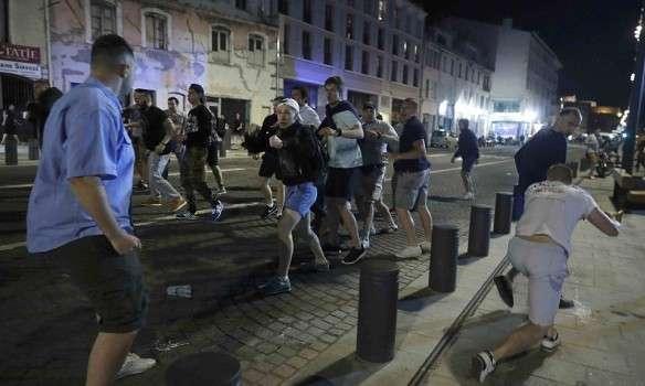 Стычка между российскими и английскими фанатами в Марселе попала на видео