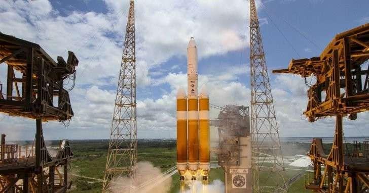 США запустили один из крупнейших разведывательных спутников