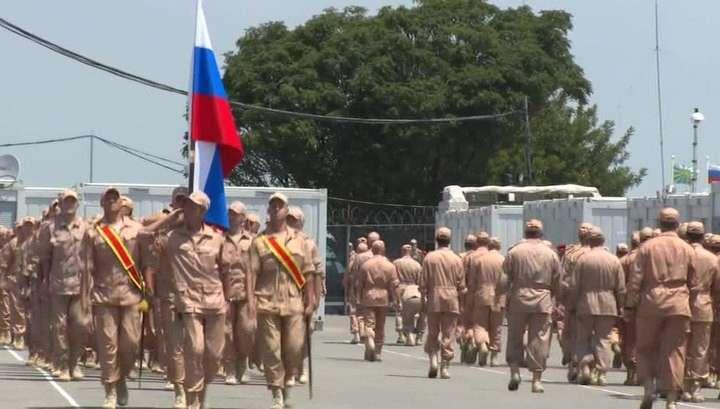 На авиабазе Хмеймим День России отметили военным парадом