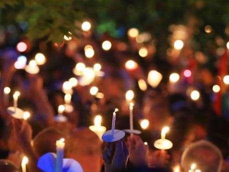 У посольства США в Москве почтили память жертв теракта в Орландо