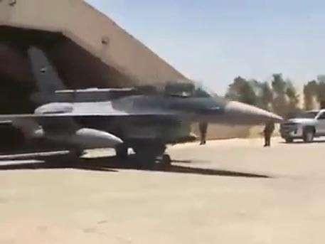 Министр обороны Ирака лично полетел бомбить ИГИЛ