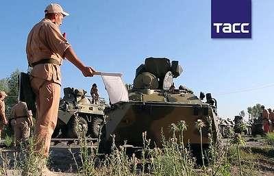 Около 100 единиц новой бронетехники поступили на российскую военную базу в Таджикистане