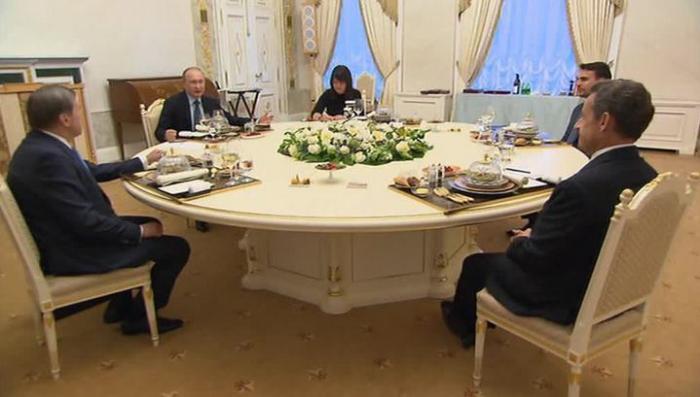 Владимир Путин и Николя Саркози встретились в Стрельне за неформальным ужином