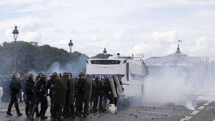 Фанаты, забастовки и теракты: обстановка во Франции остаётся напряжённой