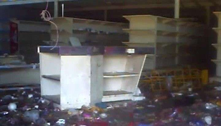 Разъярённая и голодная толпа разграбила магазины в Венесуэле
