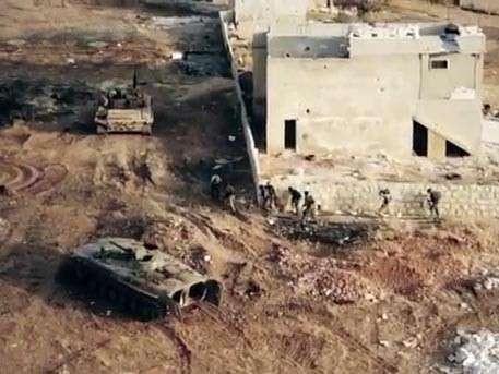 Беспилотник снял на видео штурм боевиками посёлка в Алеппо