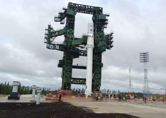 Ракета космического назначения «Ангара-1.2ПП» установлена на стартовом комплексе космодрома Плесецк