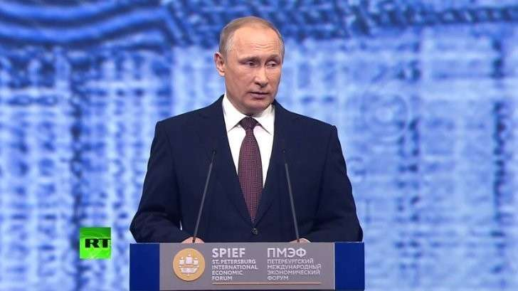 Владимир Путин принимает участие в пленарном заседании ПМЭФ-2016 - прямая трансляция