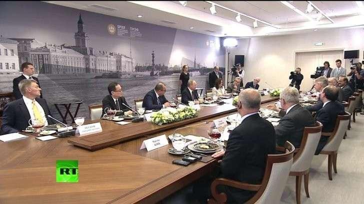 Владимир Путин проводит встречу с руководителями международных информагентств — прямая трансляция