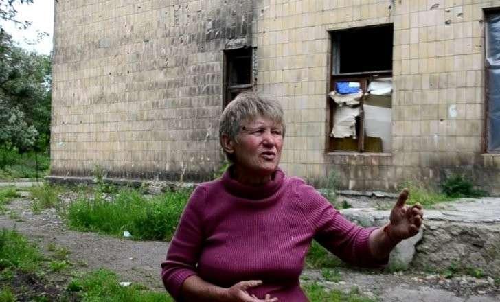 Жизнь под землёй: 18 человек ютятся в полуразрушенном подвале в Горловке