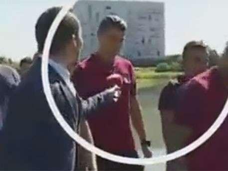 «Истеричка» Роналду выкинул микрофон журналиста в пруд