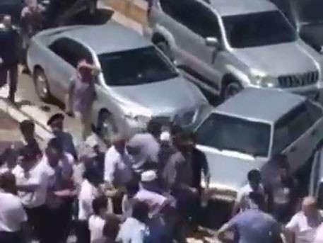 В Махачкале недовольные сменой имама устроили драку с полицией