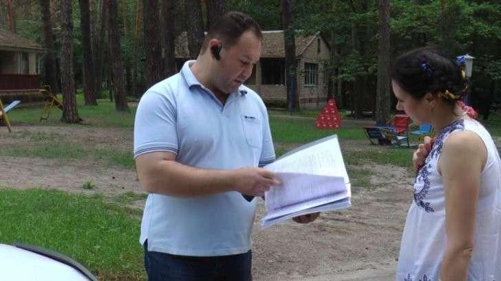 На Украине продают базу отдыха, где живут переселенцы из Донбасса. Людей вышвыривают на улицу