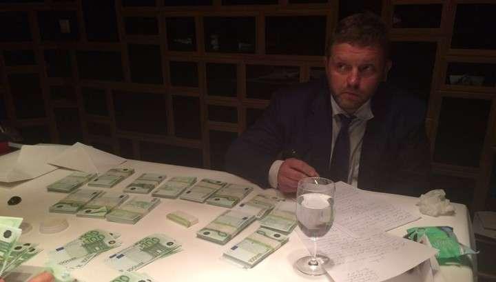 Кировский губернатор Никита Белых попался на взятке в 24 миллиона рублей