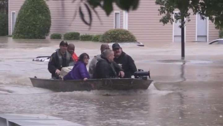 В США не менее 14 человек погибли из-за наводнения