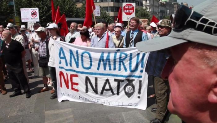 Чехи провели митинг против агрессии НАТО