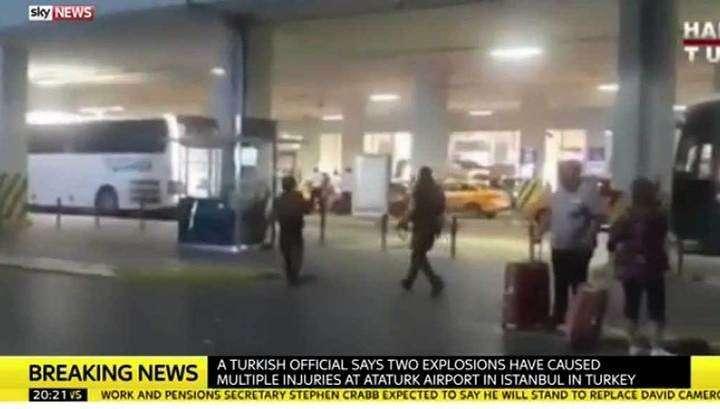 2 взрыва в Стамбуле: из аэропорта скрылись 4 вооружённых человека