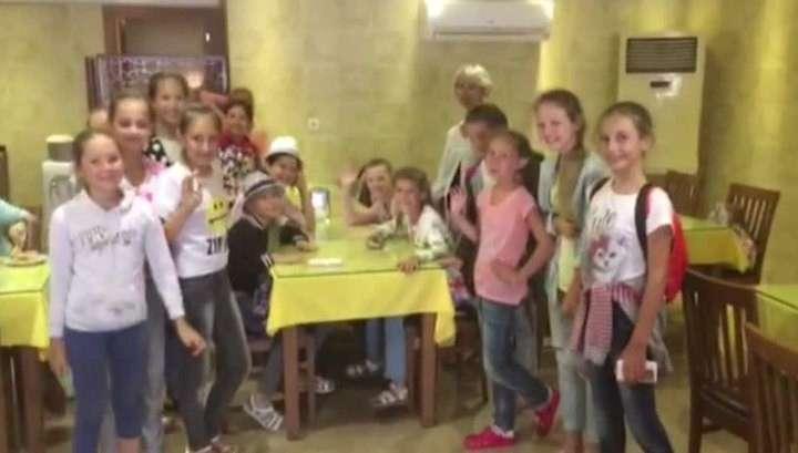 Застрявшие в стамбульском аэропорту «Бисеринки» записали видео для родных