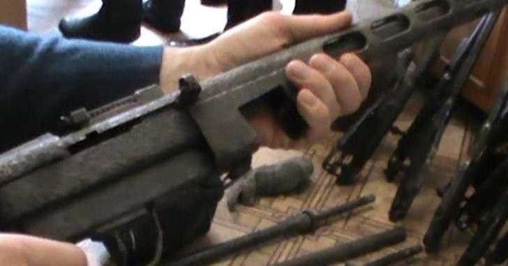 ФСБ опубликовала видео изъятия крупной партии оружия и боеприпасов