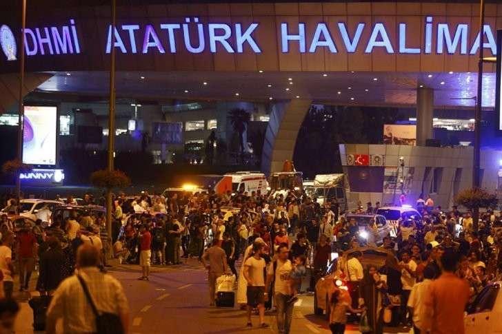 Последствия взрывов в аэропорту Стамбула Фото: REUTERS