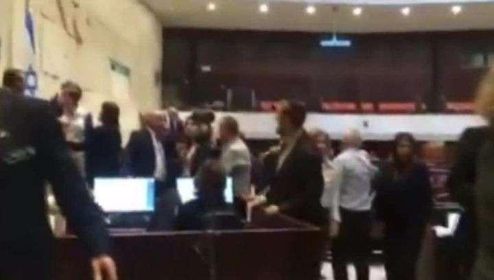 Турецко-израильские отношения стали поводом для драки в Кнессете