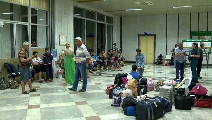Сель перерезал дорогу: МЧС доставит в Ереван застрявших на границе граждан Армении