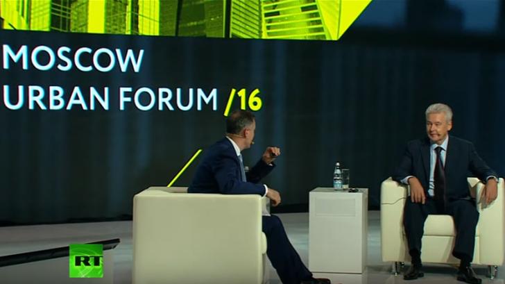 Пленарное интервью Сергея Собянина ведущему RT Кевину Оуэну в Москве 30 июня
