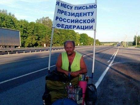 Житель Саратова пешком идёт в Москву с посланием к Путину