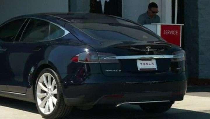 Автомобиль Tesla с автопилотом впервые спровоцировал смертельное ДТП