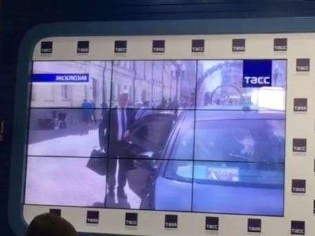 Опубликованы кадры с телефона москвички, избитой экс-чиновником на Арбате