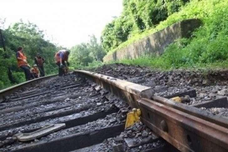 Киевская Хунта разрушает железные дороги Украины