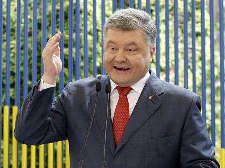 Дурачок Петя Порошенко обвинил Россию в подготовке терактов на Украине