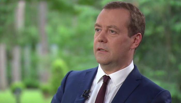 Один за десятерых: Медведев - о выборах, санкциях, терактах и Турции