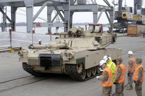 США перебросили в Румынию около 300 танков