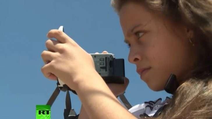 Защита от газа и видеокамера: 10-летняя девочка борется за права палестинцев