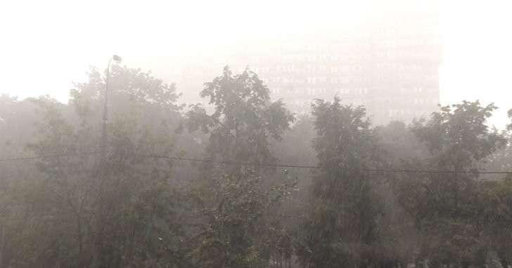 Сильнейший дождь с градом обрушился на Москву